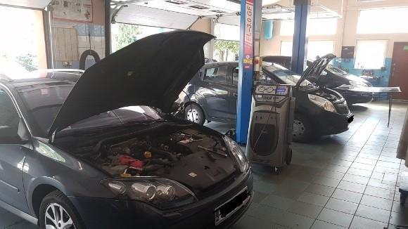 naprawa samochodu w warsztacie